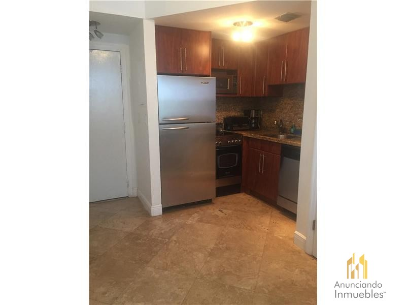 One bedroom apartment in the best location of Miami Beach